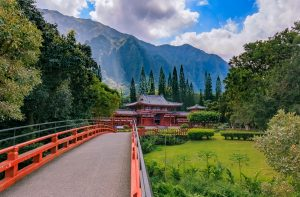 Byodo-in Buddhist Temple at the Koolau mountains in the Valley of the Temples in Oahu, Hawaii
