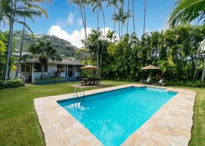 Oahu vacation rental pool with mountain view